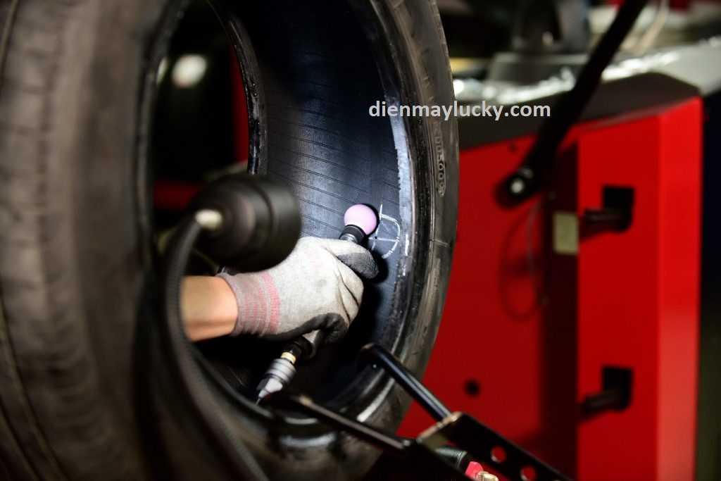 cách vá lốp không săm xe máy