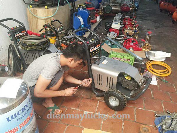 máy rửa xe cao áp cũ